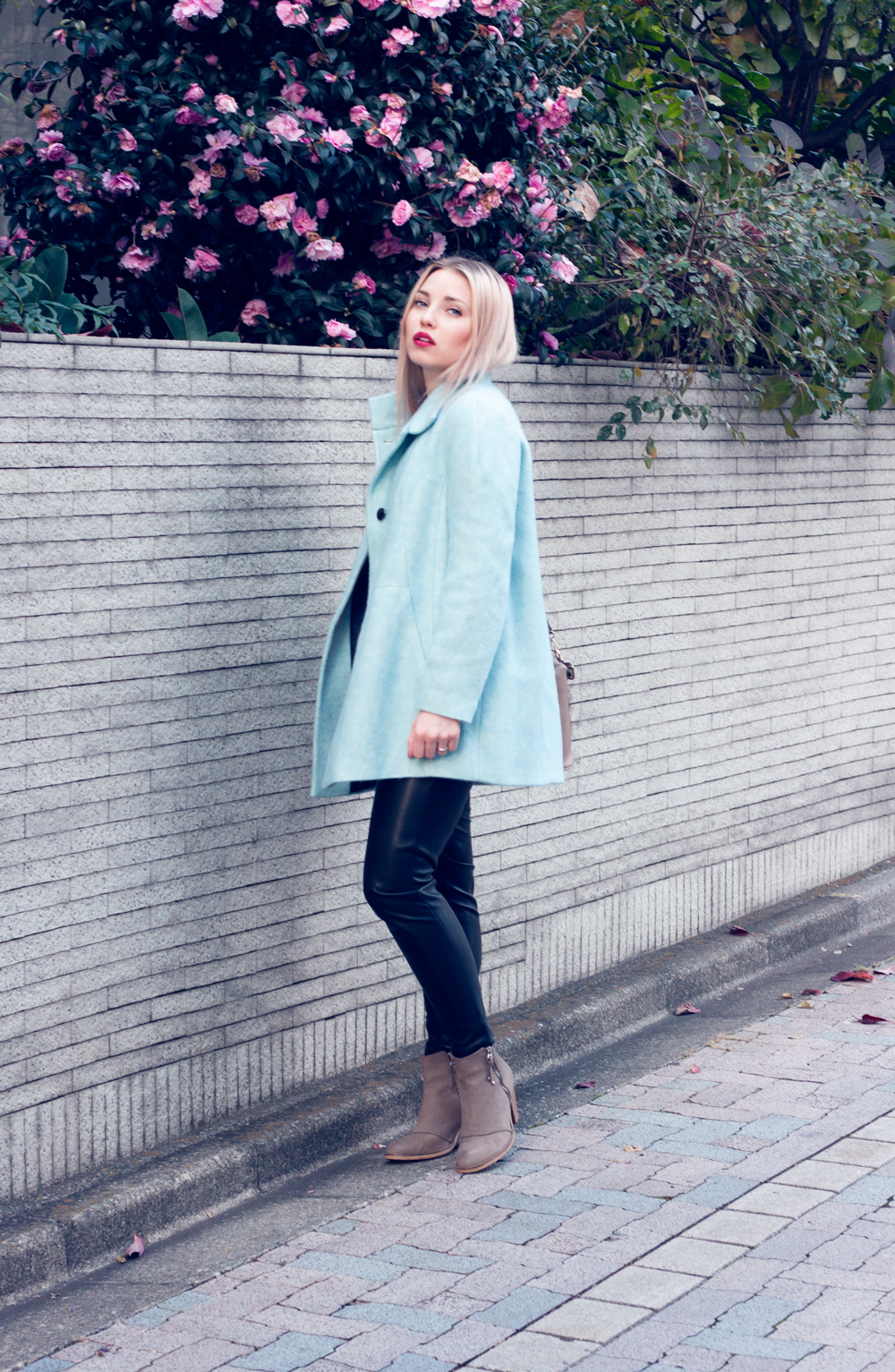 turquoise coat, leather pants, beige boots and bag, tokyo outfit