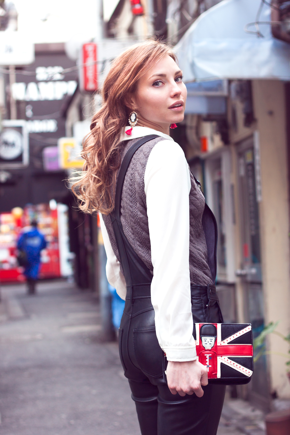 Golden Gai, Shinjuku, Tokyo, Japan, Sightseeing, leather, leather dungarees, brittain clutch, japanese fashion blogger, curls