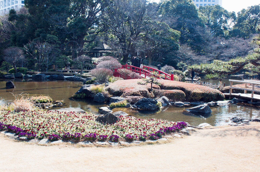 New otani japanese garden, japanese garden, tokyo, japan, tokyo sightseeing, waterfall, red bridge, polo dress, pearl dress, red lips, japanese culture, pearl earrings
