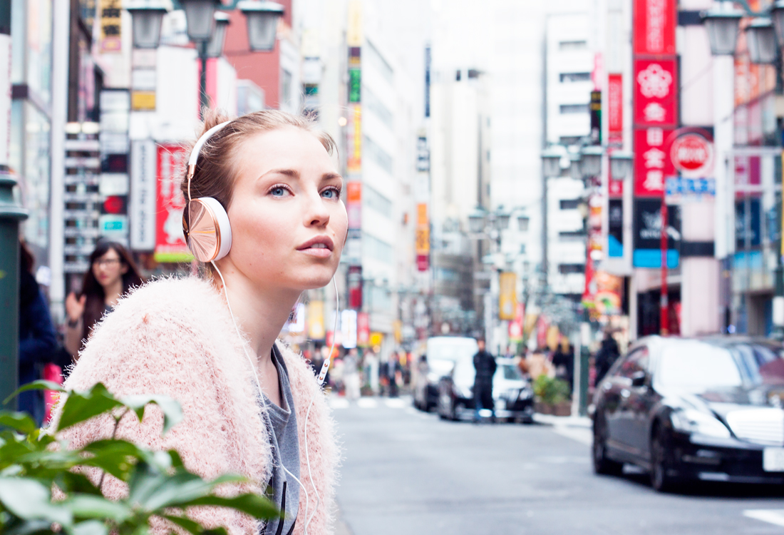 Frends Headphones, tokyo, japan, shinjuku, silver heels, tokyo city
