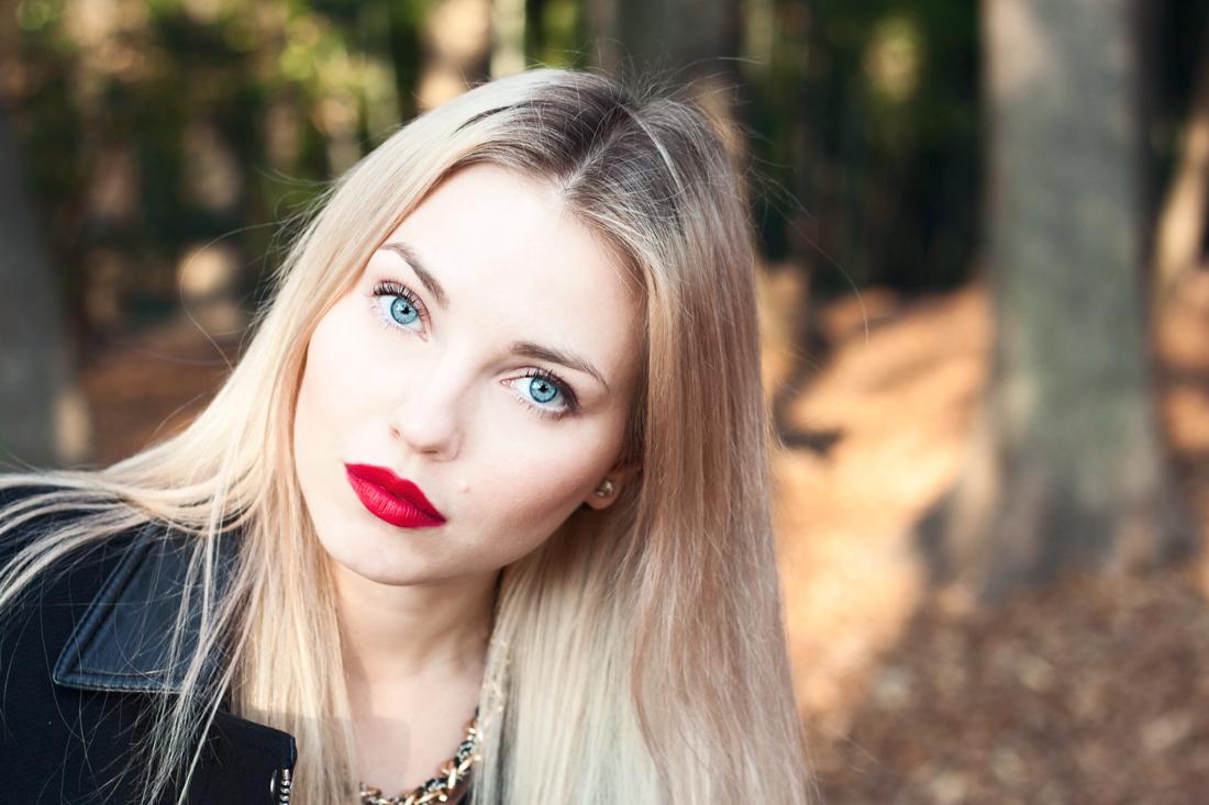 fall, autumn, fall in japan, autumn colors, fall colors, yoyogi park, lips handbag, gold, blonde, red lips