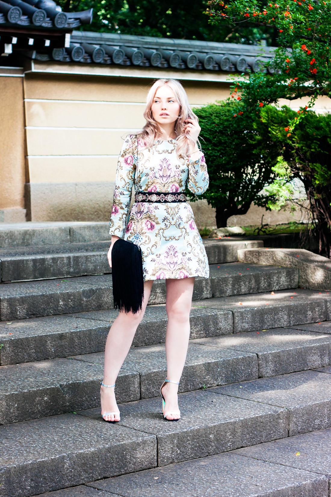 Jacquard dress, tokyo, japan, japan temple, japan sightseeing, fringe bag, fringe clutch, blonde waves, tokyo fashion, silver heels, pearl belt, tokyo fashion blog