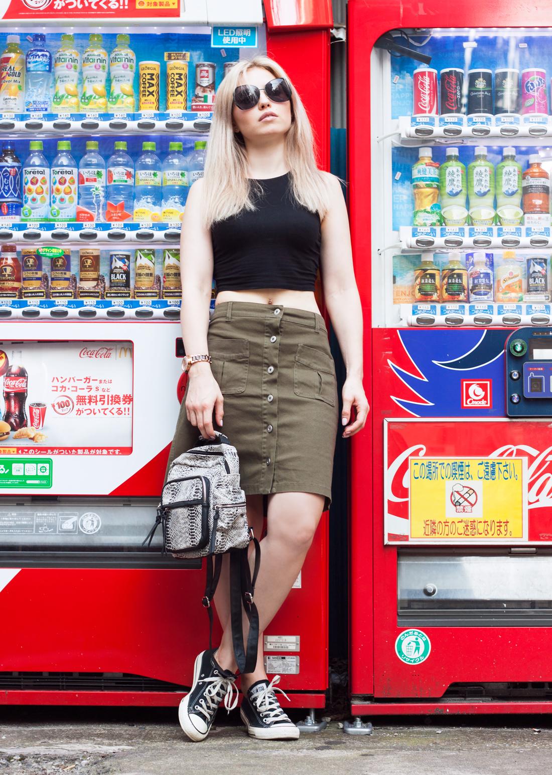 jinbocho tokyo, japan, vending machine tokyo, sightseeeing tokyo, tokyo sumer, tokyo fashion, buttondown skirt, tokyo streets