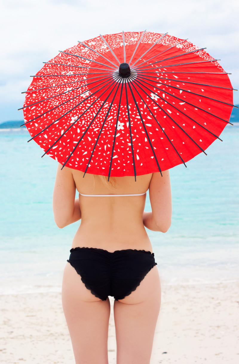 Tokashiku island, tokashiki island, okinawa, japan, japanese island, beautiful beach, japan vacation, few wages umbrella, victorias secret bikini, japanese umbrella