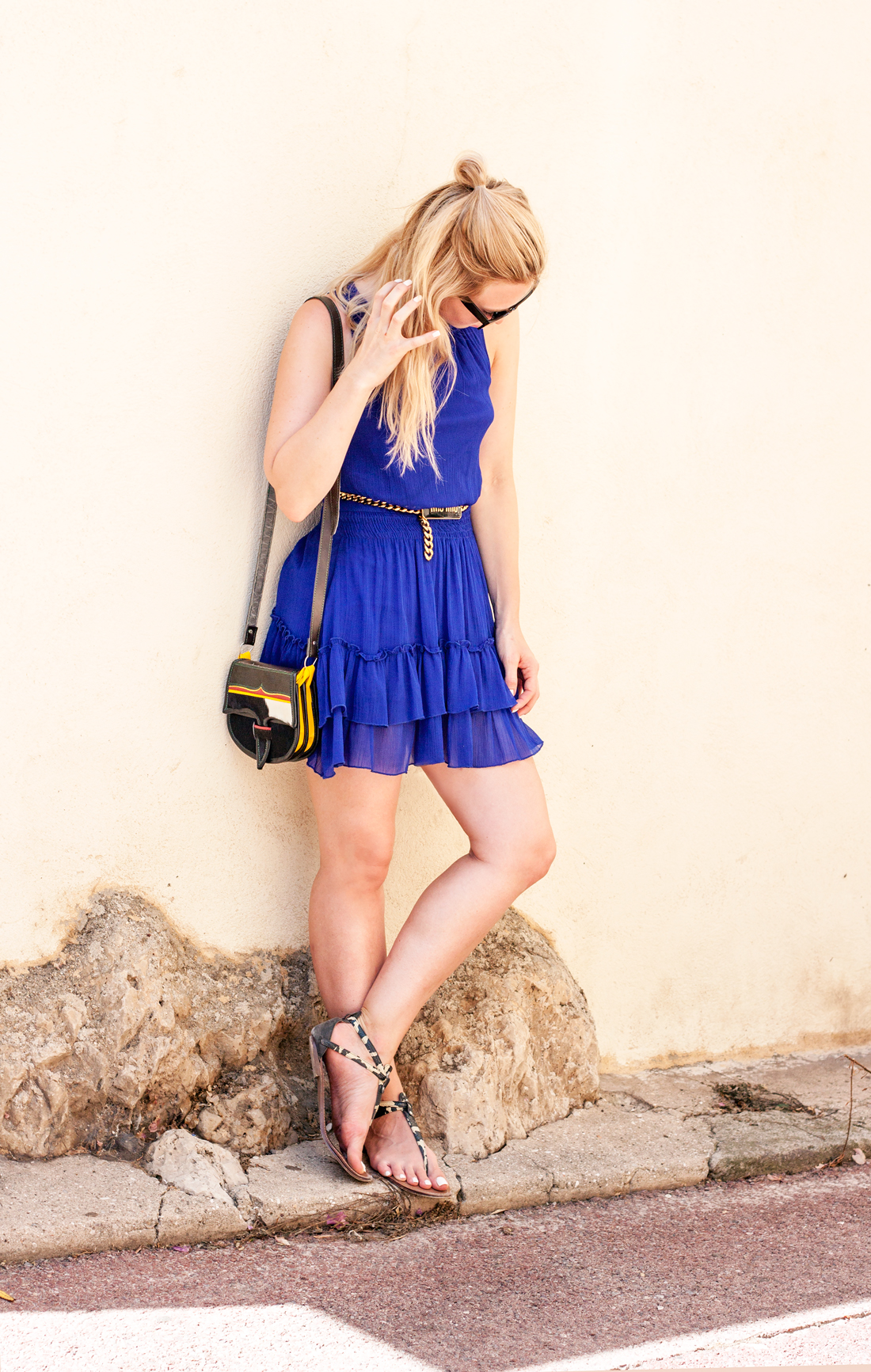 antibes old tow, antibes, antibes cactus, antibes street, blue dress zara, mii mii belt, vintage bag, hair knot, french riviera, swedish travel blog