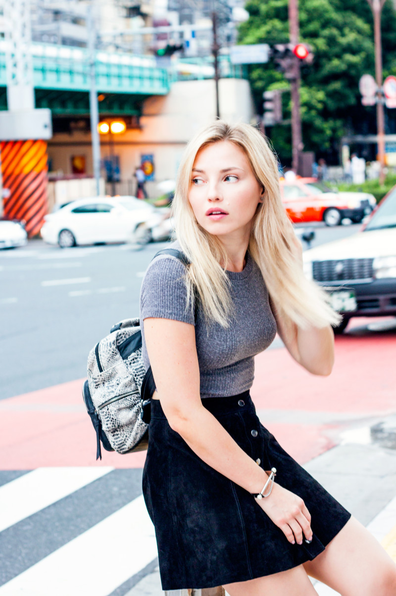 Shinjuku, tokyo, japan, suede skirt, cropped top, forever 21 suede skirt, black suede skirt, 90's fashion, sake bottles, tokyo sightseeing, reptile patterned backpack, japan