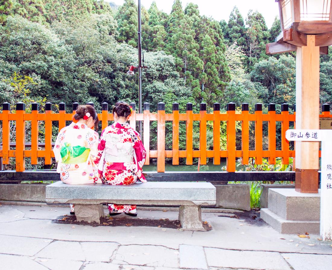 kimono, kyoto kimono, kyoto, kyoto sightseeing, kyoto fushini inari shrine, kyoto red torii gates, kyotto shrine, japan sightseeing, henri bendel bag, henri bendel tokyo, kyoto travel, kyoto sightseeing, japan kimono