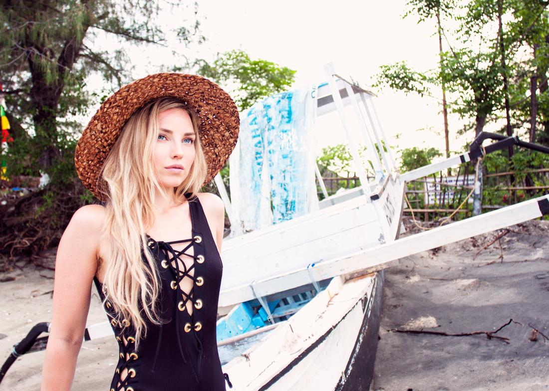 del pirata, asos lace up swimsuit, asos swimsuit, lace up swimsuit, bathingsuit, straw hat, gili air island, gili air beach, gili air sunset, travel blog, del pirate boat, pirate boat, bali, gili islands vacation, gili island black beach, rapunzel of sweden clip in set, rapunzel of sweden hair extensions