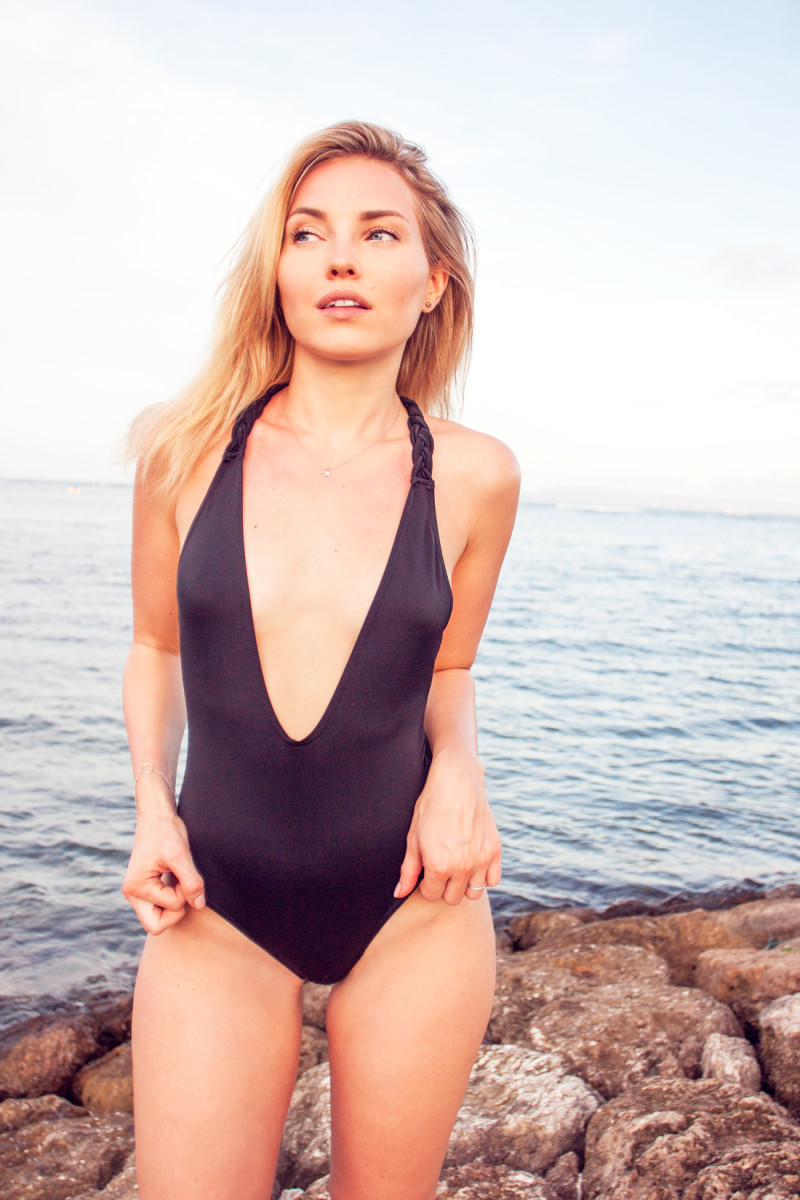 nusa dua, nusa dua beach, braided swimsuit, asos swimsuit, asos bathing suit, braided back bathing suit, bali vacation, bali beach, cherryblossomstreet, asos baddräkt, deep plunge swimsuit