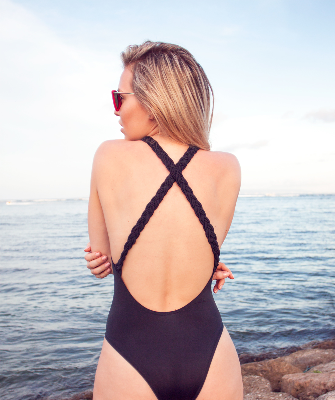 nusa dua bali, nusa dua beach, braided back bathingsuit, asos bathingsuit, asos swimsuit, black swimsuit, low bask swimsuit, cherryblossomstreet, bali vacation, bali beach, fit girl, workout blog, fit blog, träningsblogg, dogeared jewellery, red velvet ray bans