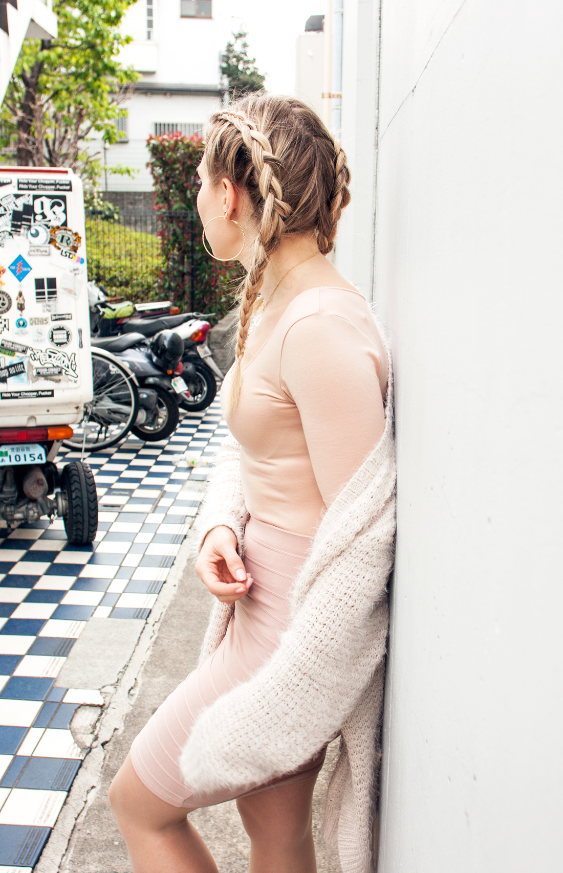 daikanyama, daikanyama street, tokyo fashion, tokyo blog, tokyo fashion blog, tokyo sightseeing blog, nelly skirt, nude skirt, nude look, glitter sneakers, log road daikanyama, dutch braids, inverted braids,