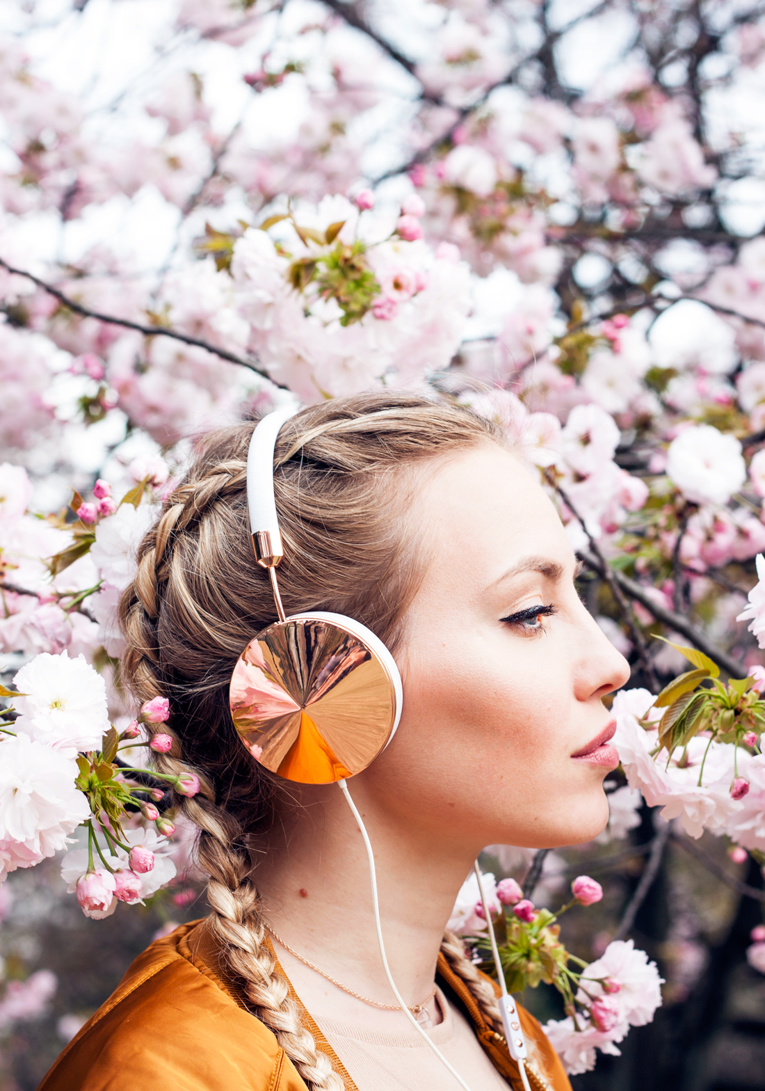 frends headphones, frends rosegold headphones, frends, stylish headphones, tech accessories, cherry blossoms, spring tokyo, tokyo, japan, scoring 2016, late blooming cherry blossoms, boxer braids, dutch braids, tokyo blog, pink cherry blossoms