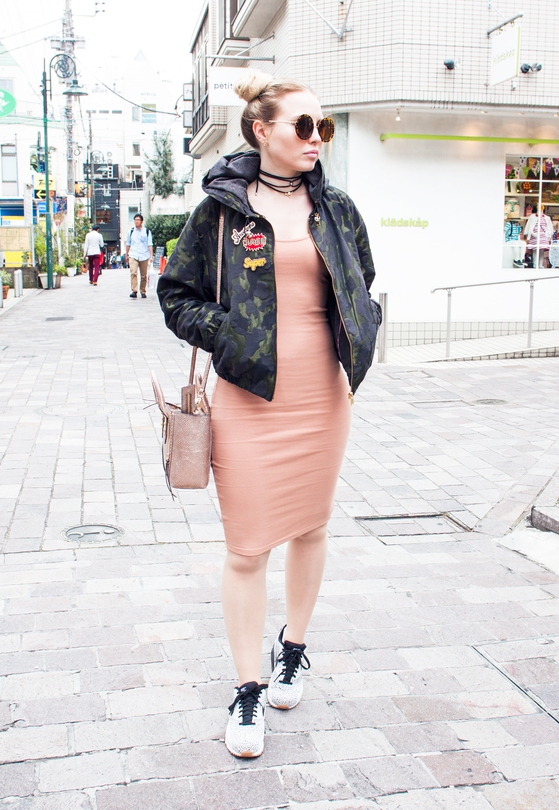 space buns, two buns hairstyle, space buns hairstyle, camouflage bomber jacket, jiyugaoka, henri bender bag, nike max air, nude dress, double choker