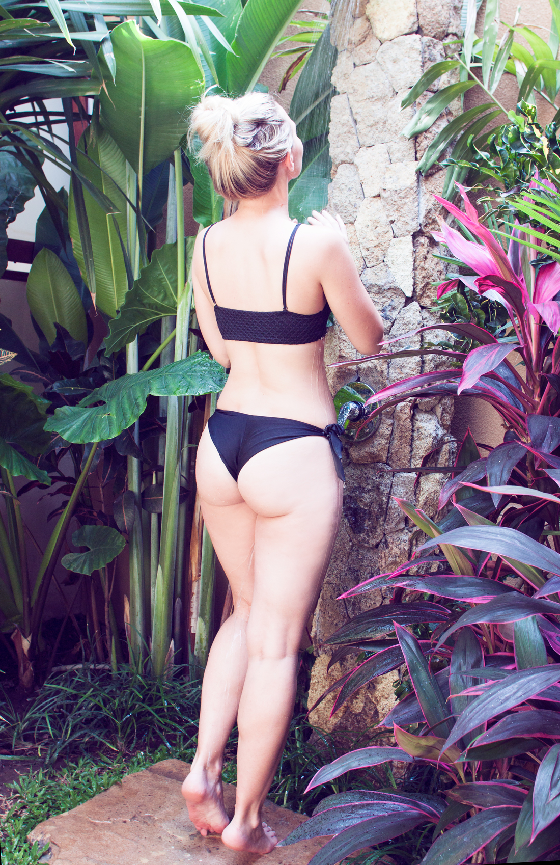 jungle bikini, jungle shower, shower in the jungle, outdoor shower, outdoor shower bali, bali villa, ubud villas, black bikini, fashion blog, workout blog