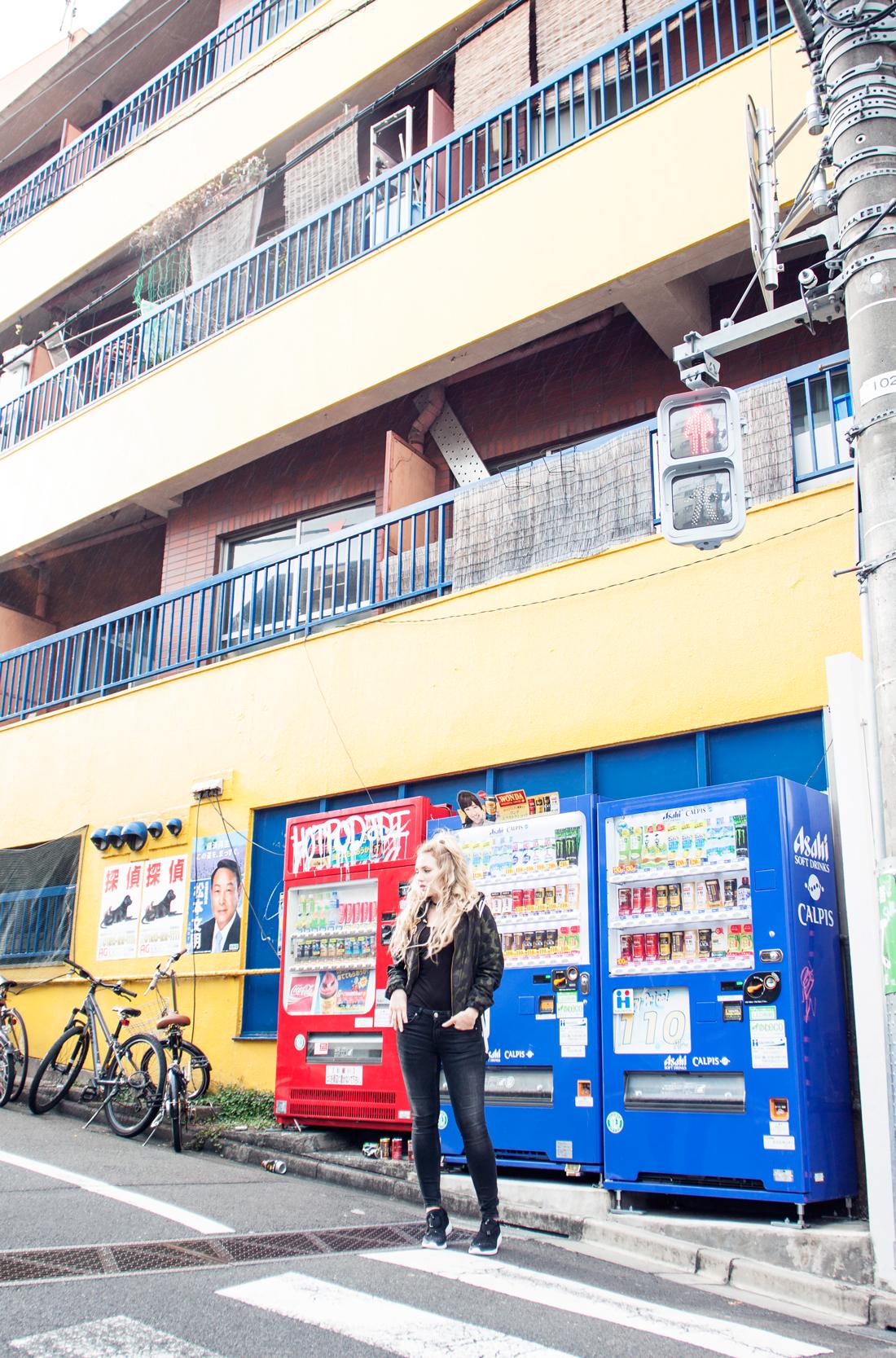 vending machine shibuya, vending machine japan, vending machine tokyo, rainy tokyo, sunny tokyo, camouflage bomber jacket, rapunzel clip in extensions, shibuya streets, travel blog, tokyo blog