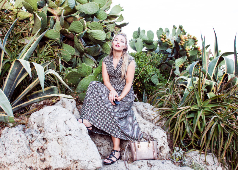 cacti, cactuses, cactus, kaktus, anitbes, france, antibes vacation, travel blog, cactus fashion, cactus inspo, cactuses inspo, cacti inspo, topknot hair, topknot hairstyle, blonde hair topknot, long hair topknot, french riviera,